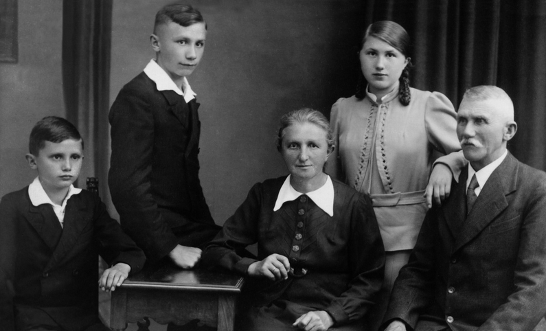 Joseph Ratzinger Jr. (left), Georg Ratzinger, Maria (Peintner) Ratzinger, Maria Ratzinger, Joseph Ratzinger Sr. (Photo is dated 1937 - Credit: Ignatius Press)